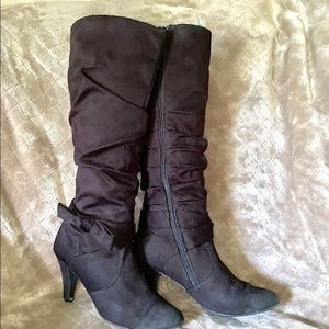 Black suede heeled boots with bow 🎀